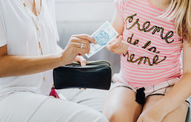 Jak nauczyć dziecko oszczędzania
